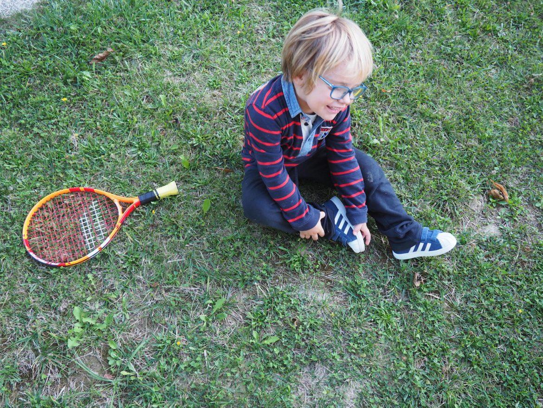 jeu-enfant-jardin-tennis